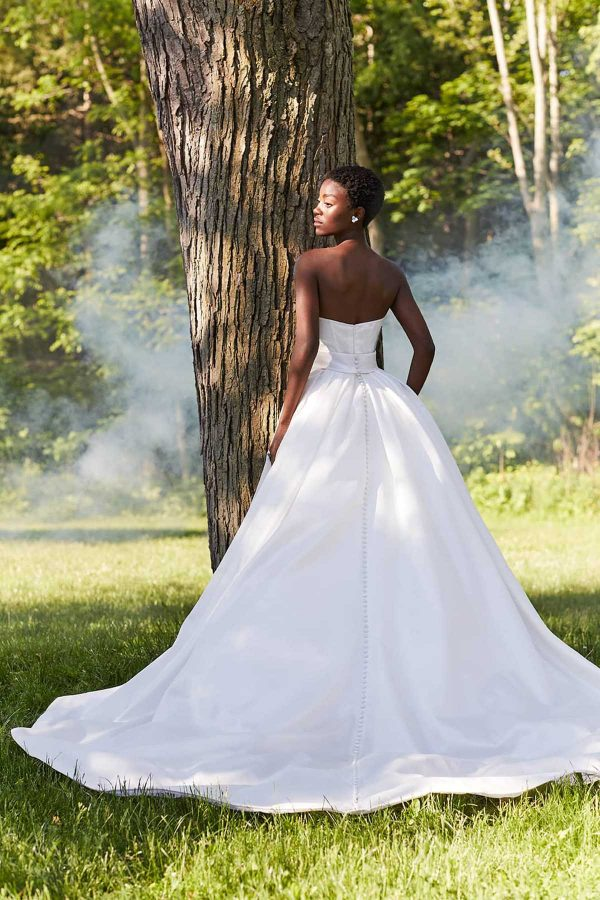 Quice Ines Di Santo MaidenWhite Bride Luxury Bridal Gown Salon Princess Ball gown White dress strapless cathedral train